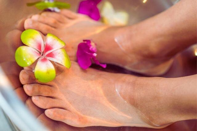 cattivo odore piedi cause e rimedi
